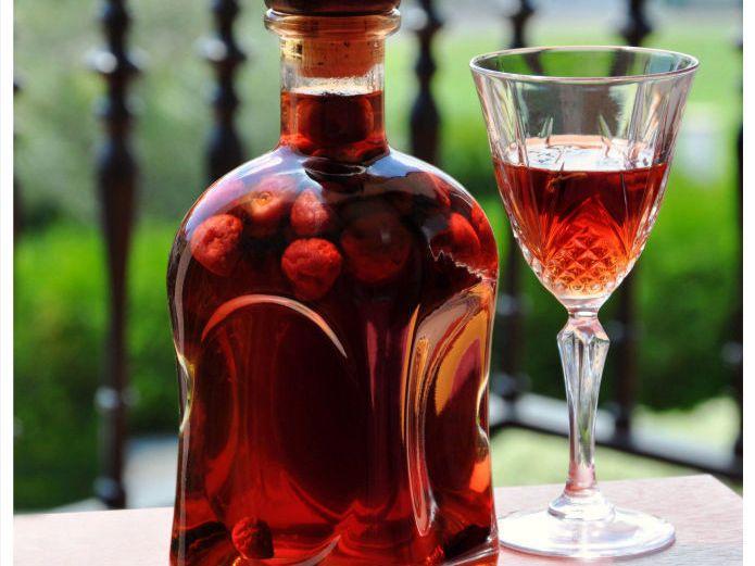 Licor mandarinetto. Esta es la receta del Mandarinetto casero, también llamado Mandarinello, o simplemente licor de mandarina. El Mandarinetto es un licor fácil y económico de producir, requiere solo de alcohol, agua, azúcar y Mandarinas. Es...