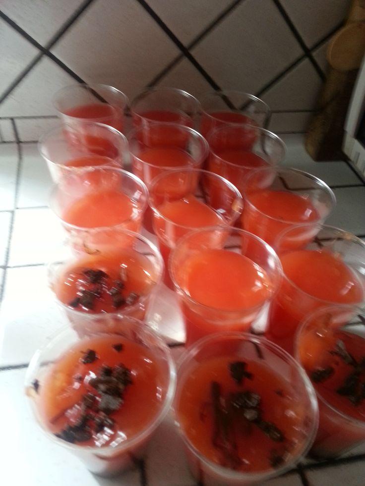 Gelo di melone (traduzione: gelatina di anguria con zuccata e gocce di cioccolato)