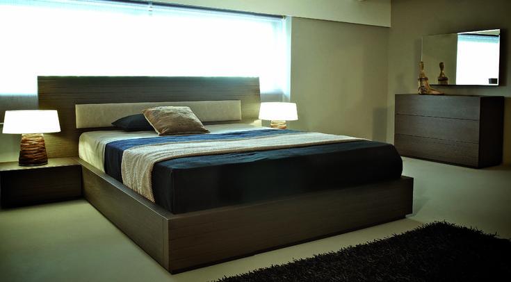 ΚΡΕΒΑΤΟΚΑΜΑΡΑ ΣΕΤ ENZO  Η κρεβατοκάμαρα enzo προσφέρει την ζεστασία του ξύλου το μεγάλο κεφαλάρι θα δώσει το χρώμα που χρειάζεστε στο υπνοδωμάτιο σας.  Κρεβάτι με δερματίνη στο κεφαλάρι.  Αριστης ποιότητας ελληνικής κατασκευής.   Δυνατότητα επιλογής διαστάσεων   Μεγάλη επιλογή σε αποχρώσεις υφάσματος και ξύλου.  Στην τιμή περιλαμβάνονται :  Κρεβάτι για στρώμα 160 x 200  Δύο κομοδίνα Τουαλέτα Καθρέφτης  Ανατομικό τελάρο  Το στρώμα δεν περιλαμβάνεται