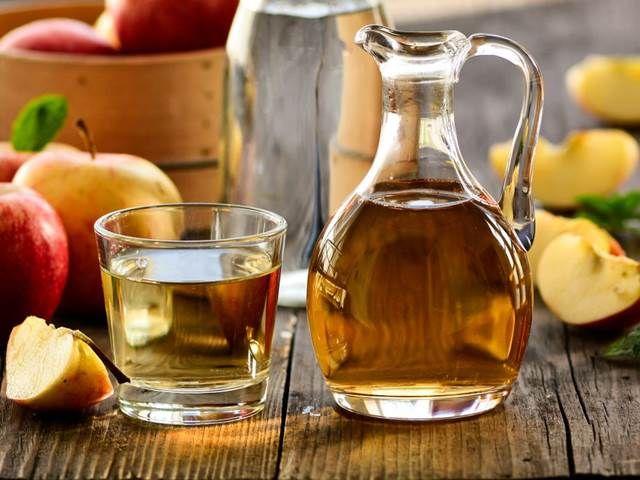 """Potřebujete zapracovat na tělesné hmotnosti a zbavit se nežádoucích faldíků? """"Práci"""" vám hodně usnadní jablečný ocet, který potlačuje chutě k ..."""