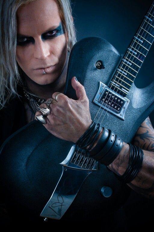 Und nochmal Chris Harms mit seiner Gitarre ☺