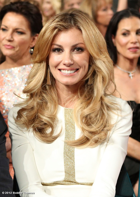 Faith Hill glowing in white w FAB hair, sits in for Barbie at the ACMAs :)