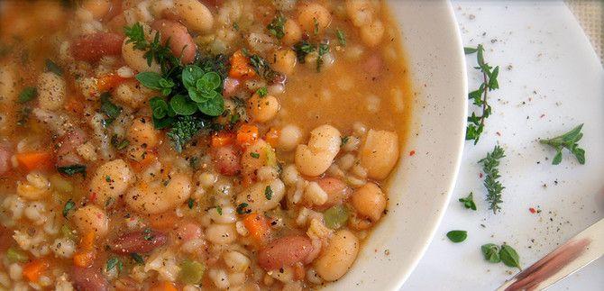 Zuppa di farro e ceci con carpaccio d'ananas, lenticchie e tofu in salsa