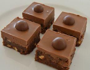 Csokoládés finomság sütés nélkül, na ez az én kedvencem!A tetejére kerülhet bonbon, de akár dió is! Jobban jársz, ha félreteszel magadnak egy szeletnyit, mert a…