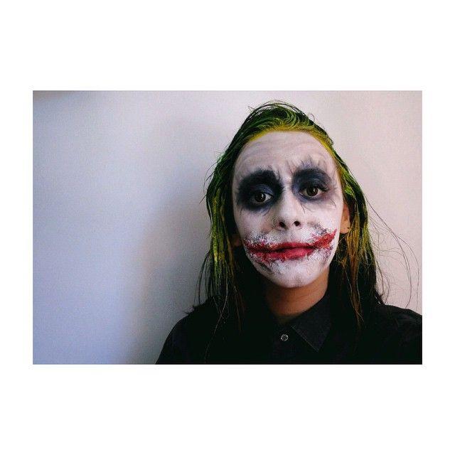 """Never be ashamed of a scar, it simply means you were stronger than whatever tried to hurt you""  #makeup #makeupgame #makeupwork #makeupideas #makeupisart #makeuplover #makeupartist #makeupplayer #guason #joker #thejoker #elguason #jokermakeup #scar #whysoserious #costume #cosplay #costumeplayer"