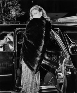641 best images about glorious coats stoles of old hollywood divas on pinterest ann sothern - Sofia gucci diva ...