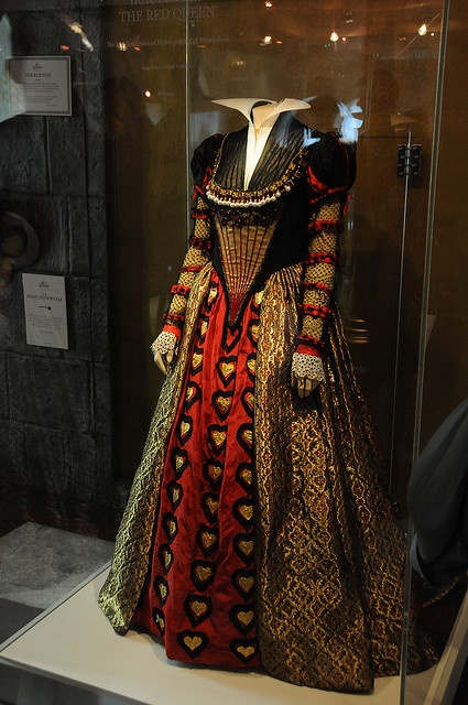 Red Queen costume worn by Helena Bonham Carter in Tim Burton's film Alice in Wonderland. Costume design for the film was by Colleen Attwood (also worked on Edward Scissorhands). Interview with her about her work on AIW here: http://sassisamblog.com/2010/06/30/wonderland-couture-costume-designer-behind-alice-wonderland/ Photo by Candice Dunlap Miller: http://www.flickr.com/photos/doubletake/3775043163/