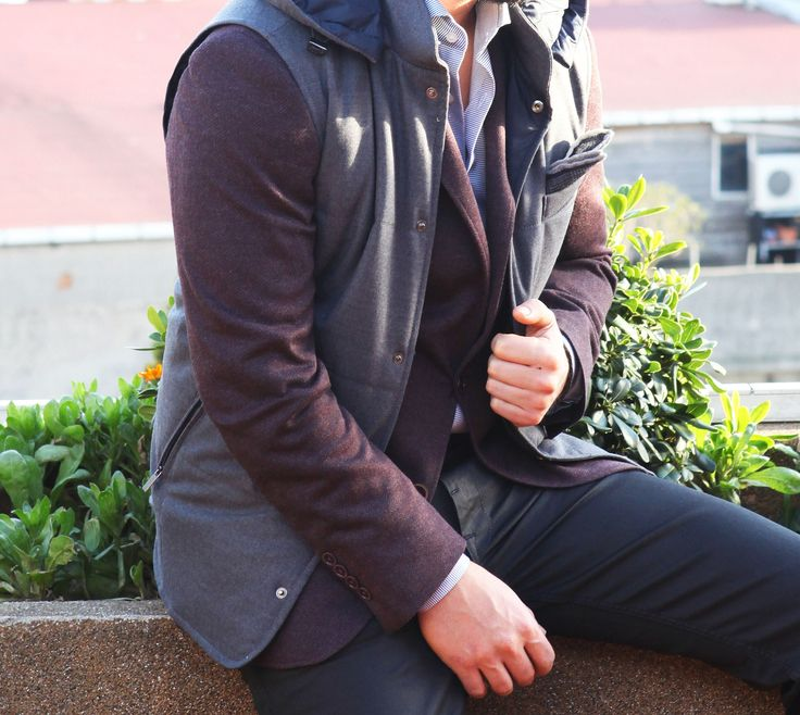 Takım elbise ya da ceketleri spor yelek ile kombinlemek akla gelmezdi..! Ama bu sezon tam zamanı..! Ramsey #fashion #fashioninstagram #trends #instablogger #trendy #casual #look #instastyle #styling #moda #fashionstyle #menfashion #menstyle #suit #2015 #moda #erkekmodasi #clothes #fashion #man #love #Мужскаямода #Мужскойстиль #Мода