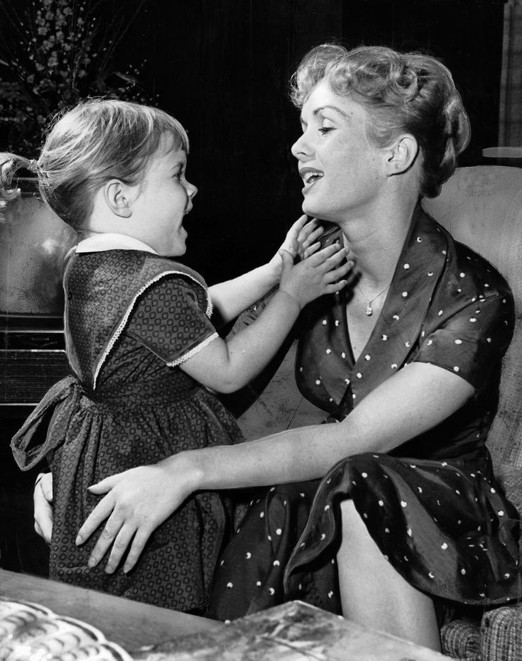 Carrie Fisher & Debbie Reynolds Growing Up Together In 31 Touching Vintage Photos   Bored Panda