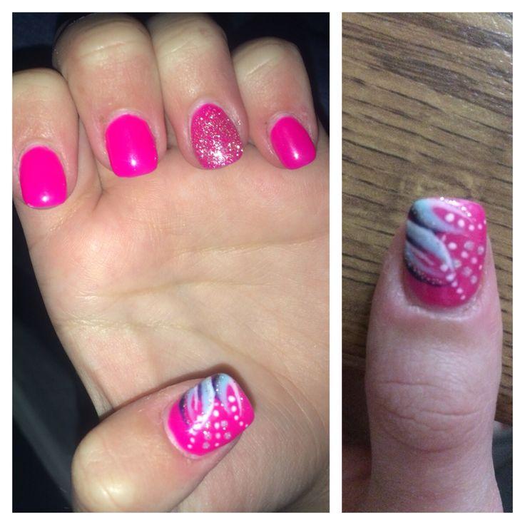 Painted my sisters thumb nail :3!