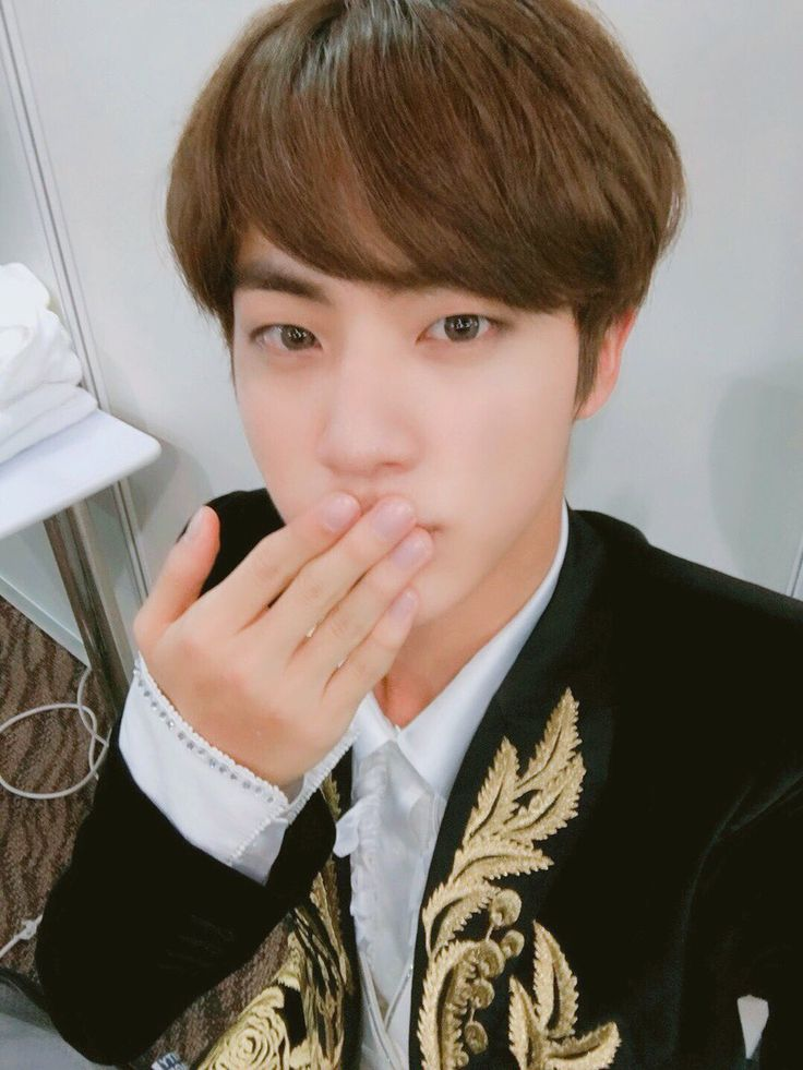 Jin ❤ [Bangtan Trans Tweet] 대상 고마워요 늘 행복하세요 아미 / Thank you for the Daesang. ARMYs be happy (ARMYS all over the world, let's fly with beautiful wings in 2017 as well - Kim Namjoon) #BTS #방탄소년단