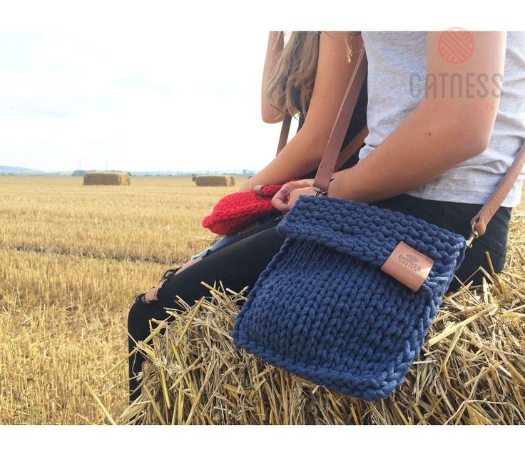 Hand-knitted crossbody bag B112 green | CatnessDesign