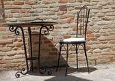 Cadeira de ferro forjado e mesa no terraço ensolarado — Imagem de Stock #11625619