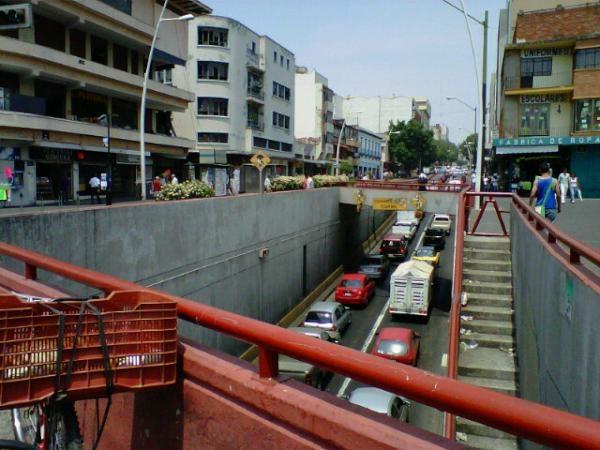 Javier Mina muy lento el trafico, cerrado superficie en Calzada Independencia, desnivel con restricciones hacia centro  23/05/2012