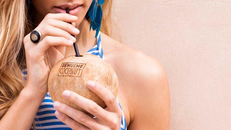 El agua de coco es una bebida isotónica natural baja en calorías y 99% libre de grasas. El consumo regular de agua de coco incrementa el metabolismo del cuerpo y ayuda a las personas que quieran controlar su peso.
