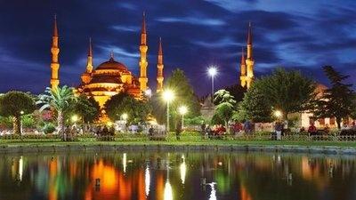 Sultanahmet by Night | http://isjanbul.tumblr.com