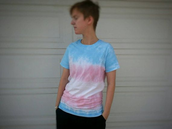 TRANS Pride Flag unisexe Tie Dye T Shirt par TwistedPride sur Etsy