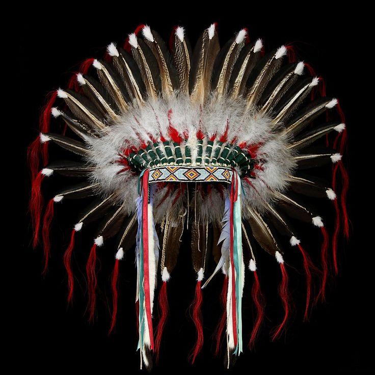 Plains Indians Feather Headdress / War Bonnet 2116.10.02 (front view) ☩ «4Colors»™