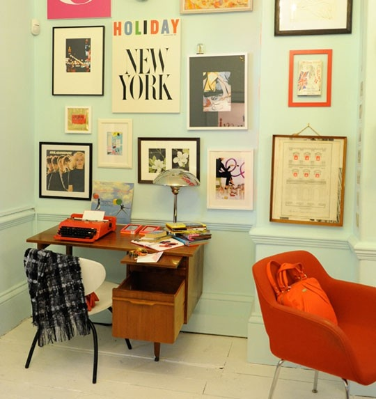 machine à écrire + mur de cadres