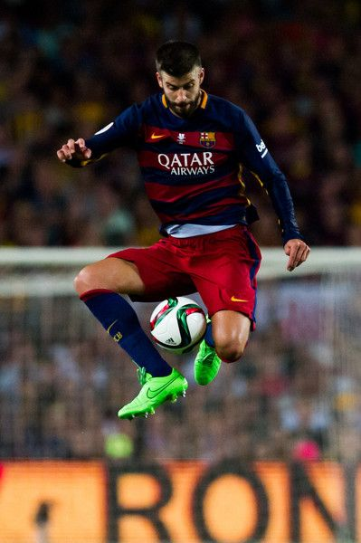Gerard Pique of FC Barcelona controls the ball during the Spanish Super Cup second leg match between FC Barcelona and Athletic Club at Camp Nou on August 17, 2015 in Barcelona, Catalonia.