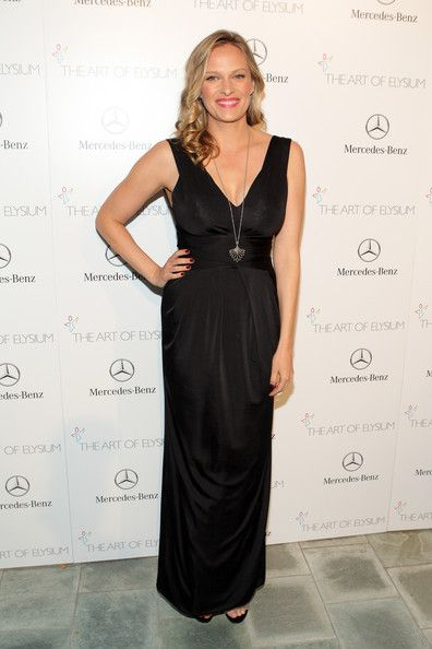 Vinessa Shaw Evening Dress - Vinessa Shaw was all about simple elegance in a sleeveless black Armani gown at the Art of Elysium's Heaven Gala.