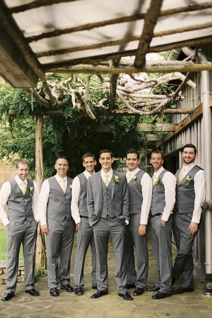 2016 Gray Line Men Beach Wedding Suits Groomsman Tuxedos Best Man Suit 3 Pieces Groom Wear Custom Made Jacket+pants+Vest+tie