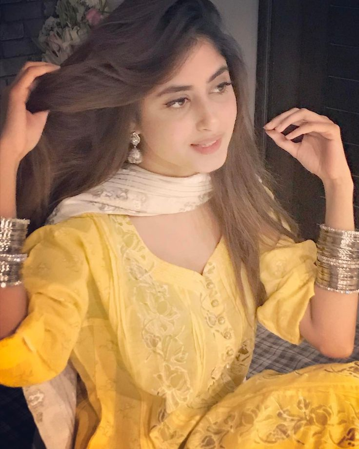 Mom actress Sajal Ali: Breathtaking photos of Pakistani actress prove she is going to rule Bollywood -733714