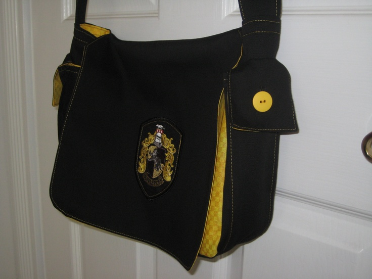 Hufflepuff Bag - where is this from, is there a Ravenclaw version, and if there is, I WANT IT