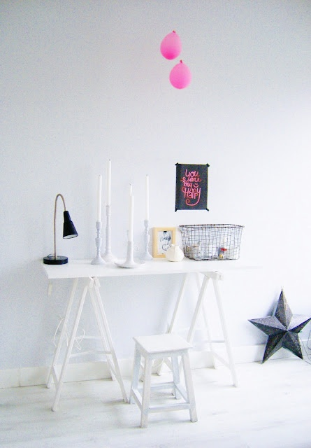 We love the idea of a simple white trestle table being used as a console table. Decorate the table top with equally white candles & candlesticks & a black desk-lamp & there we have it..