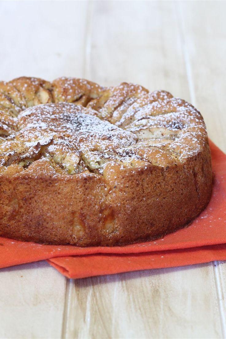 La torta di mele è un classico dolce facile e semplice da preparare. L'accostamento di mele e cannella è molto tradizionale, una perfetta combinazione di sapori.