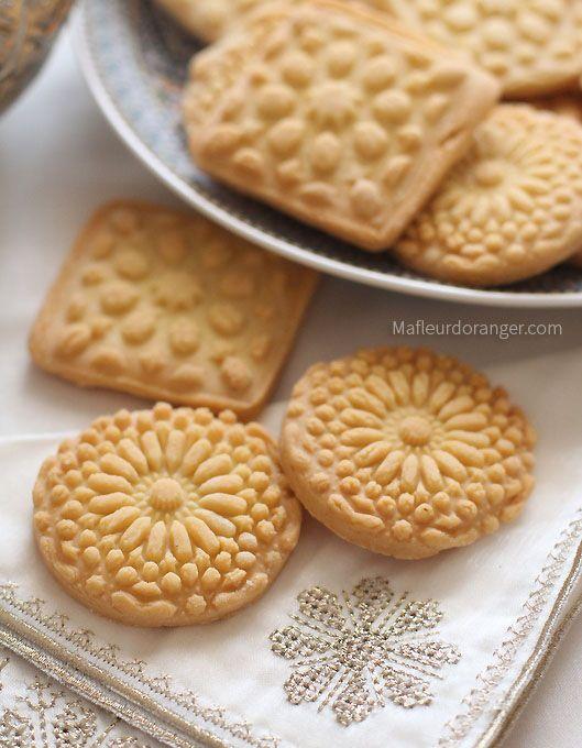 Biscuits sablés simple à faire et vont régaler tout le monde ! Pour la décoration j'ai utilisé des empreintes arabesques pour gâteaux ,que je me suis procuré récemment du Maroc, pour être dans le thèm