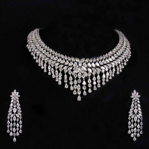 Z Fashion Trend: STUNNING DIAMOND NECKLACE WITH DANGLER EARRINGS