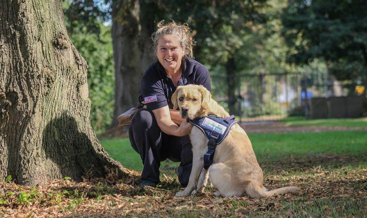 -In samenwerking met Hulphond Nederland- Birgit van Rosmalen is werkzaam als hoofd Unit Opleiding Hulphonden bij Hulphond Nederland. Ze is eindverantwoordelijk voor de inkoop van de pups, begeleiding van gastgezinnen, de kennel en de trainers. Daarnaast traint ze zelf ook twee honden.