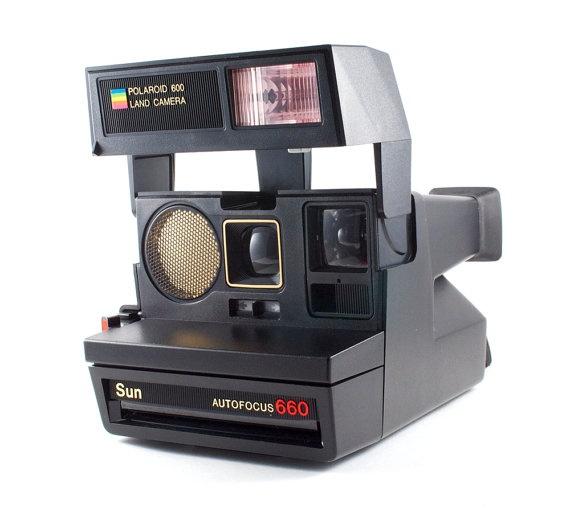 Polaroid Sun Autofocus 660. Cámara instantánea con autofoco y flash. Opera con película Polaroid tipo 600