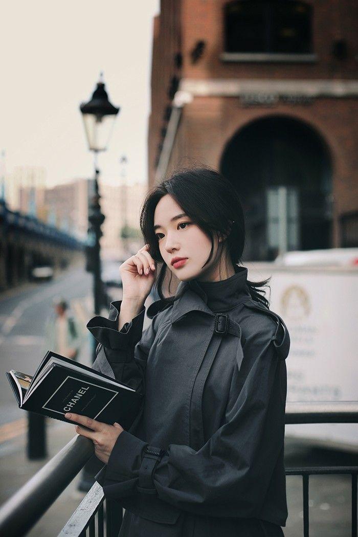 слишком необычная фотосессия кореянки в черном становится подозрительным, нередко