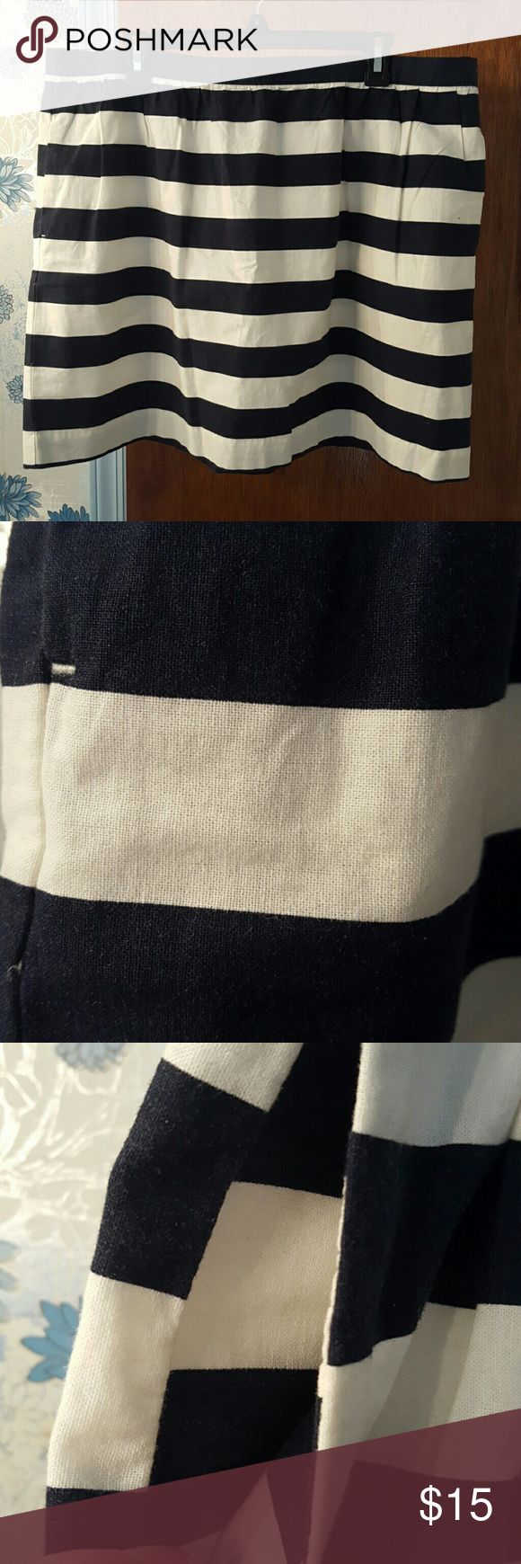 Tommy Hilfiger stripped mini skirt *  Tommy Hilfiger navy and cream stripped mini skirt   *  55% Cotton   *  45% Linen   *  2 Side seam pockets   *  Hidden Back Zipper Tommy Hilfiger Skirts Mini