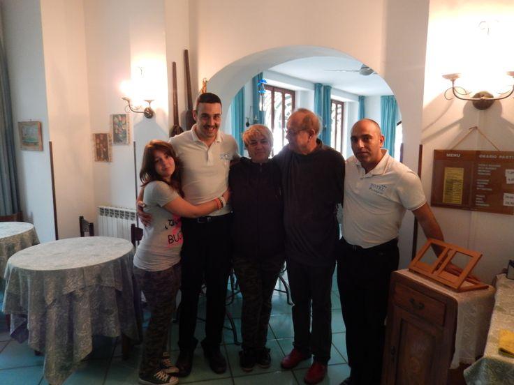 Papà, Antonio e Pasquale danno il benvenuto a dei carissimi e simpaticissimi ospiti ormai di casa qui all'Hotel Europa...