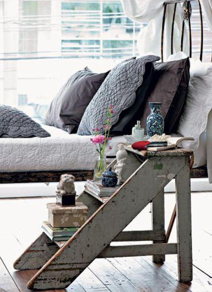 Foto: Kleine Leiter als Nachttisch. Veröffentlicht von Bluemchen auf Spaaz.de