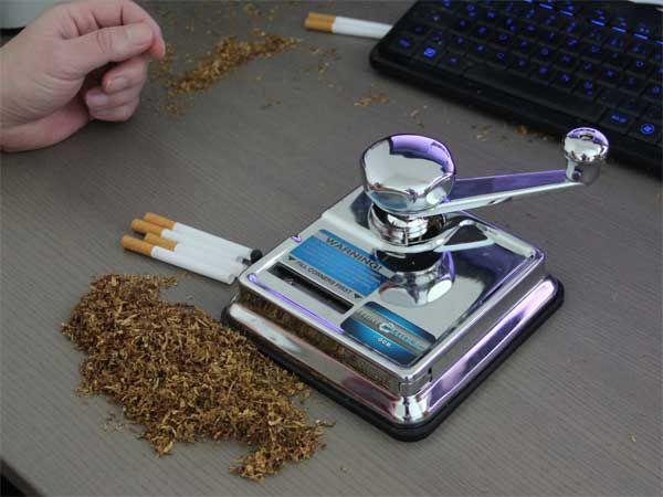 Zigaretten mit der Mikromatic Mini Top-o-Matic stopfen.
