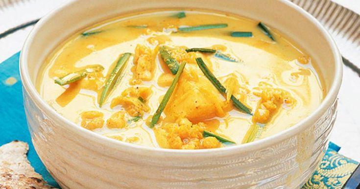 En smakrik soppa med både fisk och linser. Chapatibrödet gräddar du i stekpannan.