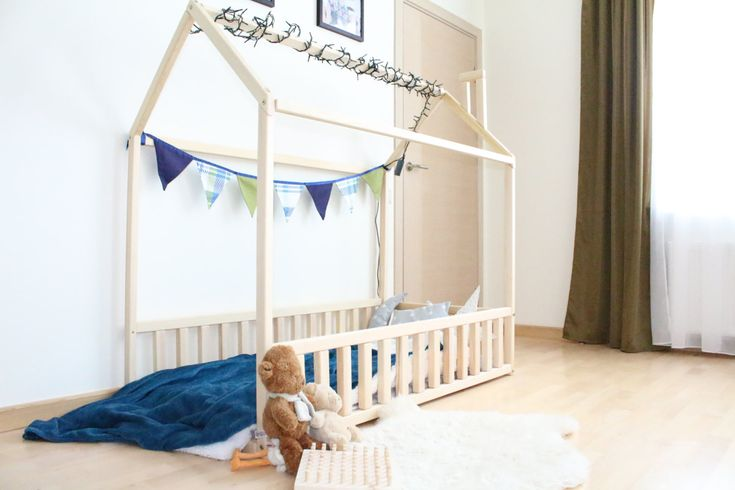Montessori home bed is an amazing floor bed sleep and play. This adorable house bed will make transitioning from a baby bed to a toddler bed smoothly. Wooden bed house is designed following Montessori toy principles of independence – building, it saves you a lot of space in baby room and you do not have to fear that your baby might roll out of the frame bed. Order includes bed frame with slats, but does not include accessories in pictures and mattress. MATERIAL: Wooden house bed is made…