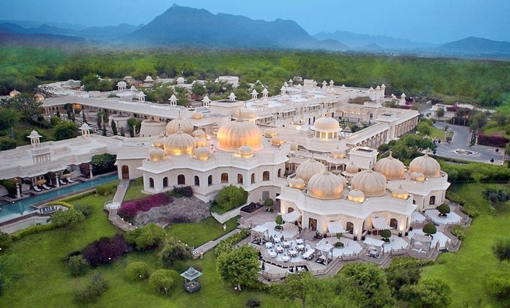 The Oberoi Udaivilas in #udaipur is where the famous #bollywood movie Yeh Jawaani Hai Deewani was shot! @OberoiGroup