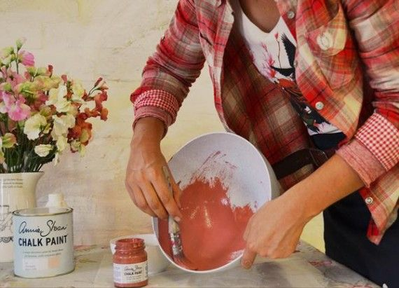 Jani is painting these plastic bowls with Annie Sloan Chalk Paint™ to turn into a beautiful light!