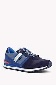 Klassisch-athletischer Sneaker zum Schnüren aus Nylon und Wildleder.