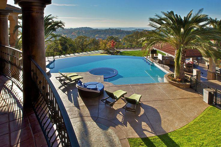 Tropical Pool Design in Sacramento, California