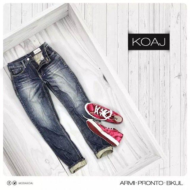 Para los hombres que prefieren los jeans cómodos #hombre #mens #menstyle #fashion #moda #bluejeans #jeans #shoes #sneakers #red #styleyourself #bucaramanga #cccuartaetapa Armi