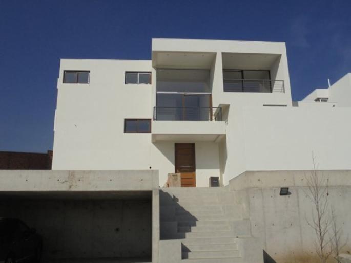 Excelente casa mediterránea en condominio. Informe de Engel & Völkers | T-1421305 - ( Chile, Región Metropolitana de Santiago, Lo Barnechea, El Huinganal )