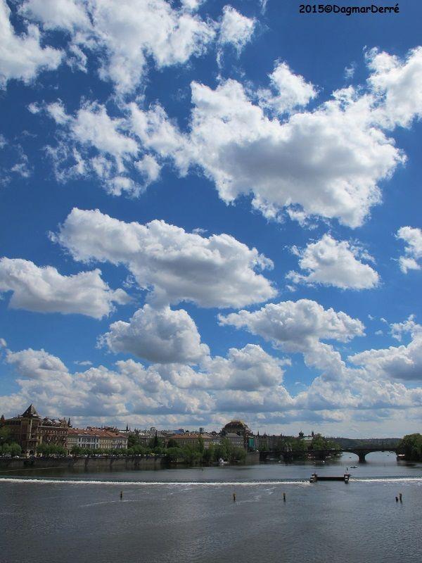 Praha #prague #vltava