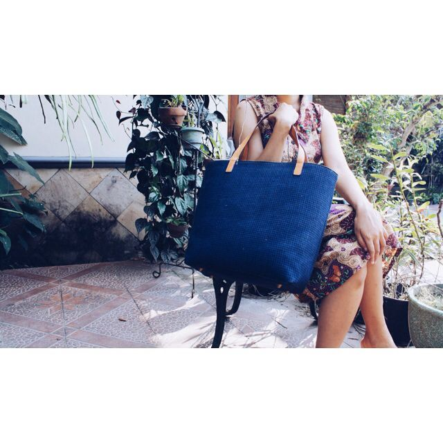 The travel tote, the sizzling Blue Lurik Damayanti tote. #djokdjabatik