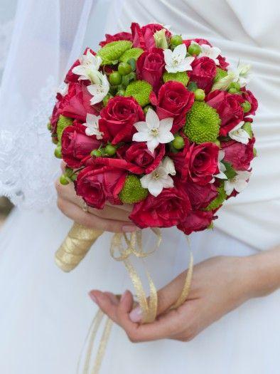 Brautstrauß in Rot, Grün und Weiß